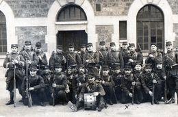 Militaria > Guerre 1914-18 Groupe Soldats Pris Dans La Caserne Porte De Clignancourt - Oorlog 1914-18