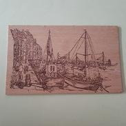 Carte Postale En Bois - Bateaux à Quai - F.C.B. Sauveterre 65700 - Cartoline