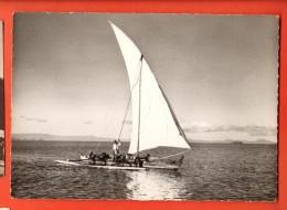 EAO-32  Magadascar Pirogue à Balancier Près De Tuléar. Non Circulé, Grand Format - Madagascar