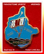 SUPER PIN´S PARACHUTISME : ARDENNES, Club De PARACHUTISME SPORTIF, émail Base Or, Format 2,4X2,8cm - Parachutting