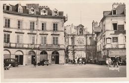 Vannes  Place Des Colonies  Hotel  Animée   (Très Très Bon état )  Ti46 ) - Vannes