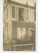 SAINT MAUR DES FOSSES - Belle Carte Photo D'une Maison Avec Occupante Au Balcon - Photo. G. BLANC à LA VARENNE ST MAUR - Saint Maur Des Fosses