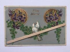 """VIVE MARIE """"  Carte Gaufrée """" Couple De Colombes , Fleurs Violettes, Trèfle à 4 Feuilles,dorure (nº 1376 ) """"JMPORT"""" S.O - Auguri - Feste"""