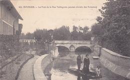 18. BOURGES. CPA TRES RARE .BELLE ANIMATION. LE PONT DE LA RUE TAILLEGRAIN. ANNÉE 1915. - Bourges