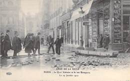 75 - PARIS Inondations De 1910  ( Crue De La Seine ) :  Le Quai Voltaire Et La Rue Bonaparte - CPA - - Inondations De 1910