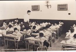 SAUDI ARABIA---students Sitting For Examination--munistry Of Information--carte Photo--voir 2 Scans - Saudi Arabia