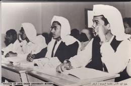 SAUDI ARABIA---faculty Of Arts Saudi University Riyadh--munistry Of Information--carte Photo--voir 2 Scans - Arabie Saoudite