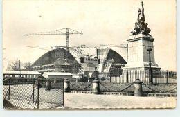 DEP 92 COURBEVOIE ROND POINT DE LA DEFENCE CONSTRUCTION DU C N I T   PAS FREQUENT - Courbevoie