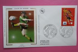 1996  FDC Sur Soie Coupe Du Monde Football Ballon Tir Au But Lens (Y&T 3011) - Copa Mundial