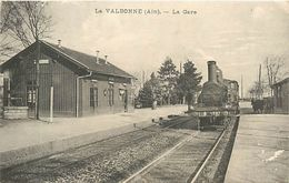 A-17. 7734  :   LIGNE DE CHEMIN DE FER. GARE. TRAIN. LA VALBONNE - Francia