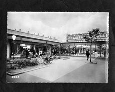 CPSM - 95 - SARCELLES - Lochères : Centre Commercial N°2 - TRES BEAU VELOSOLEX - Librairie, Papeterie - - Sarcelles