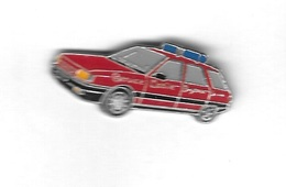 Pin´s  Automobile  RENAULT ?  Rouge Du  Service  Médical  D' Urgence - Medical