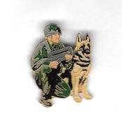 Pin´s  Militaire? Soldat  Avec  Son  Animal  CHIEN - Militair & Leger