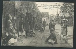 Annam - Hué -  éscorte Royale - Porte Encensoir - Porte évantail Et Porte Parapluie   - Odh35 - Vietnam