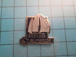 PIN216A Pin's Pins / VOILIER DE COMPETITION BAGAGES SUPERIOR  ;   Belle Qualité !!!   Marquage Au Dos : ---- - Bateaux