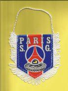 Fanion Fanions Écusson Écussons  Du Football Club Du PARIS S. G. - Apparel, Souvenirs & Other