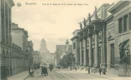 BRUXELLES - Rue De La Régence Et Le Musée Des Beaux Arts - Lanen, Boulevards