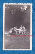 Photo Ancienne - FONTAINEBLEAU ( Seine Et Marne ) - Groupe D'ami Autour D'un Phonographe - 1935 - Places