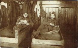 Carte Photo. Militaria. Soldats Au Repos. - Krieg, Militär
