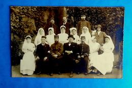 Cpa CARTE PHOTO MILITARIA GROUPE De MILITAIRES Et D' INFIRMIERES CROIX ROUGE GUERRE 1914 à GUEUGNON En OCTOBRE 1914 - Gueugnon