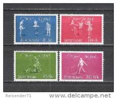 Suriname 1964 Organisationen Wohlfahrt Kinderhilfe Spiele Seilspringen Schaukel Rollerfahren Reifenspielen, Mi. 450-3 ** - Suriname
