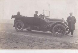 Belle Carte-photo : Superbe Automobile (marque à Déterminer) Sur Une Plage (Deauville ?) Personnages - Automobiles