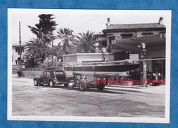 Photo Ancienne - Vers NICE ? MENTON ? TUNISIE ? - Auto Citroen TRACTION Tirant Un Bateau - Pompe à Essence Esso - Automobili