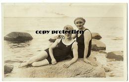 Bademode 20er Jahre, Damen Am Strand In Göhren Auf Rügen, Echtfoto Postkarte 1926 - Mode