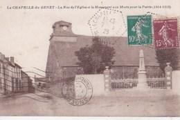 Carte Postale : La Chapelle Du Genet La Rue De L'église Et Le Monument Aux Morts   Libr Deschamps - Altri Comuni