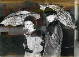 """PHOTO ORIGINALE / PHOTO DE PRESSE / MODE """"Les Derniers Modèles De Parapluies"""" - Foto"""