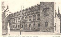 POSTAL    -FACHADA PRINCIPAL DEL ALCAZAR TRAZADA POR COVARRUBIAS  ( FOTO RODRIGUEZ ) - Postales