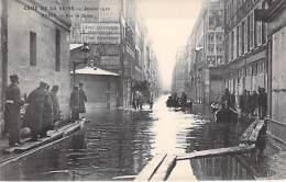 PARIS INONDE ( INONDATIONS DE 1910 ) Crue De La Seine : Rue De Seine - CPA - Seine - Inondations De 1910