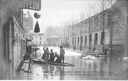 PARIS INONDE ( INONDATIONS DE 1910 ) Crue De La Seine : Sapeurs Pompiers Du 1er Génie à AUTEUIL ... - CPA - Seine - Paris Flood, 1910