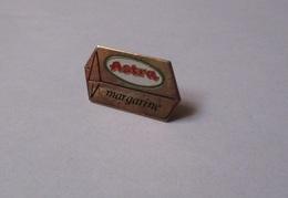 Pin's Beurre / Astra - Margarine (doré) - Alimentation
