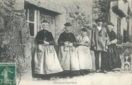 Costumes De Saint-Ilpize - France
