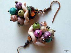 Boucles D'oreilles Petit Chapeau En Verre Filé Et Ses Perles De Verre Multicolores  Boucles D'oreilles Petit Chapeau En - Earrings