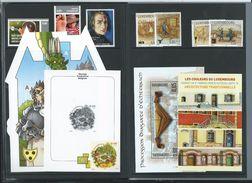 Année  2011  Complète  Dans Livret Des Postes ; Soit: 22 Timbres - 1 Carnet - 2 Blocs+ 1 Souvenir En N/B  Timbre De Noël - Années Complètes