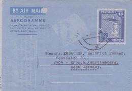 Aerogramme Pakistan. Scan R/V. - Pakistan