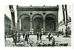 16884   Cpa  München  , Feldherrnhalle , Taubenfütterung  , Croix Gammées !  ,  Carte Photo - Muenchen