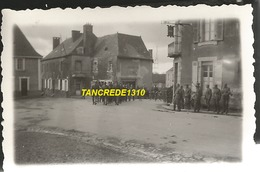 WW2 PHOTO ORIGINALE Soldats Allemands Arrivée à LA SELLE CRAONNAISE Près Craon Chateau Gontier Laval MAYENNE 53 N°2 - 1939-45