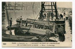 CPA  75  : PARIS  Accident De Bus Dans La Seine  Très Animé     A  VOIR  !!!!!!! - France