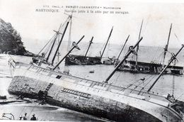 Cpa Martinique - Navires Jetes A La Cote Par Un Ouragan (en Rade De Saint-pierre)(tres Belle Carte Ra..) - Autres