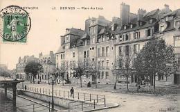 Rennes     35      La Place Des Lices      (voir Scan) - Rennes