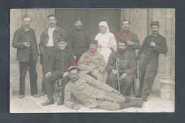 MILITARIA CARTE PHOTO MILITAIRE INFIRMIERE & BLESSES ECRITE EN 1915 HOPITAL DE BOURGES : - Personen