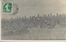 Groupe De Militaires Au Repos à Identifier - Carte Postée D'Indre-et-Loire En 1912 Adressée à Mme Brenier, Paris - Te Identificeren