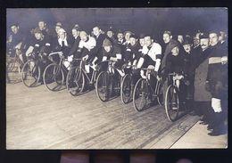 CYCLISTES  SUR PISTE  ALLEMANDS    CARTE  PHOTO - Allemagne