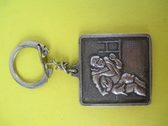 Porte-clé Métallique/Chewing Gum / Clark's/ Rugby  /Années 1960-1970            POC238 - Porte-clefs