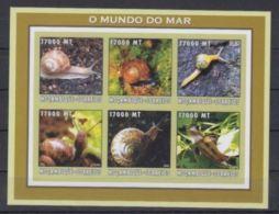 Mozambique 2002 Shells Coquillages Escargots Snails  Imperf Bordure Gauche 4 Mm - Muscheln