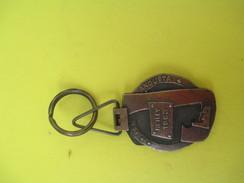Porte-clé Métallique/Fonderie/ Bezons 1937 Ad Augusta - Reilly 1962 Per Augusta/Années 1960-1970   POC245 - Porte-clefs