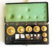 Pesage. Mesure, Système Métrique : Boite De Poids. 7 Poids + Lamelles - Unclassified